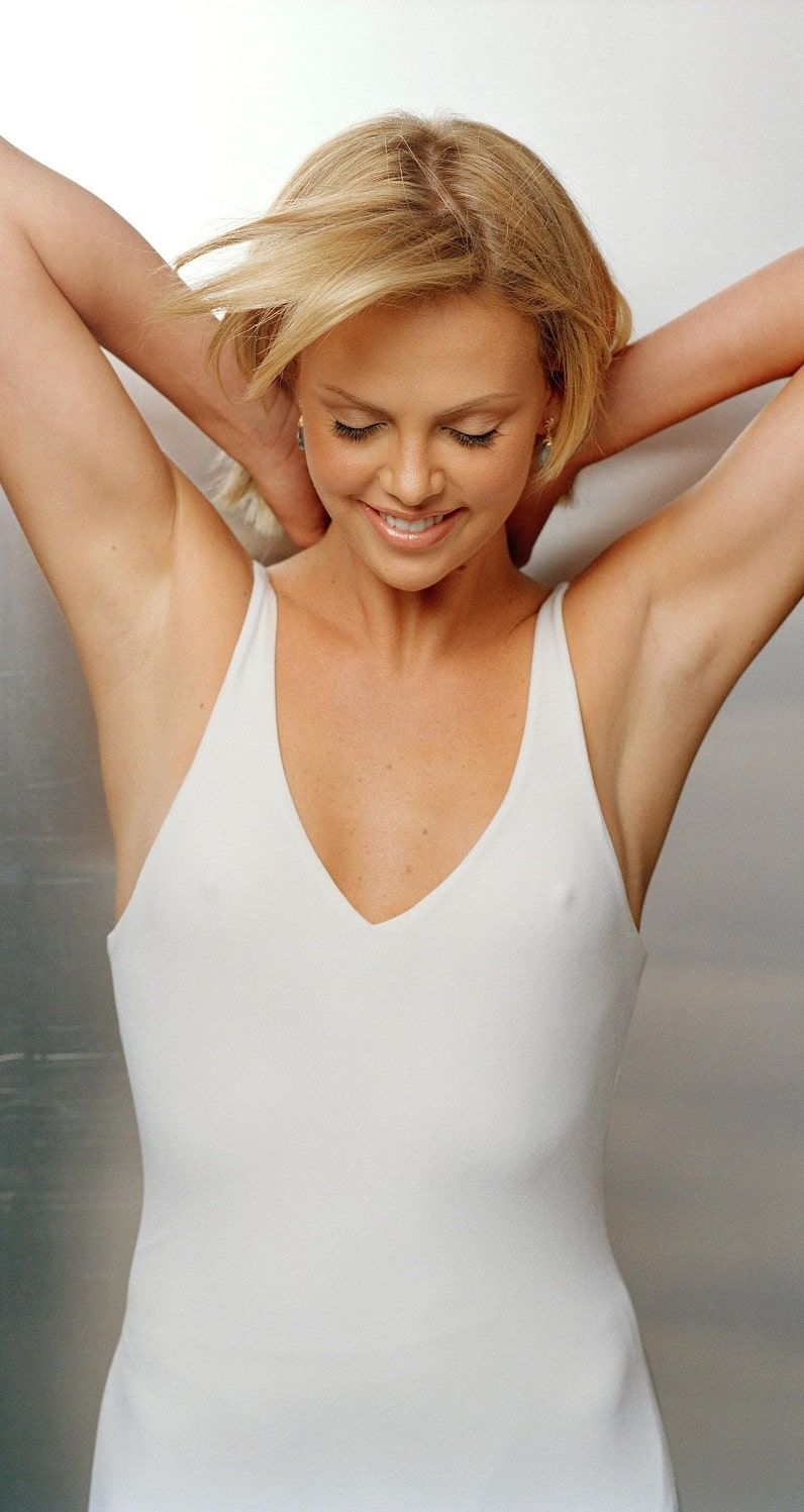 Charlize Theron Sexy Images photo 16